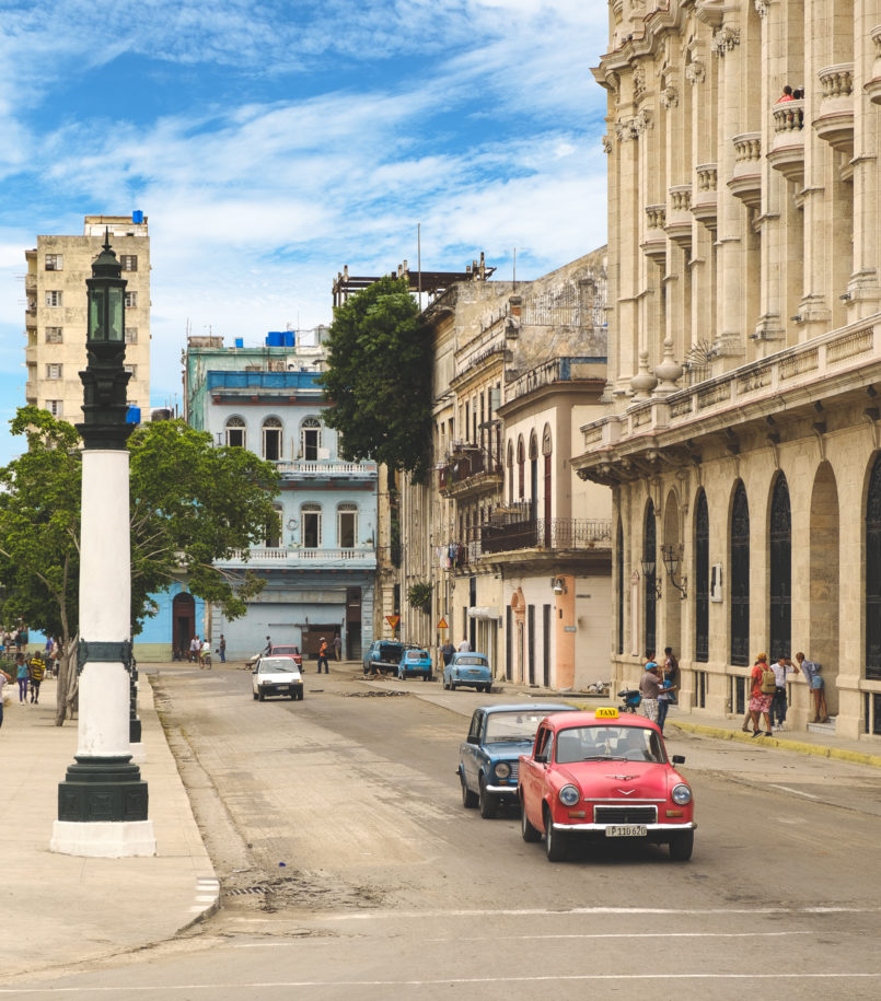 Le Fashionaire 3 things nobody tells you about Havana streets havana pink purple blue green car classic car colonial building 7648 EN 805x915