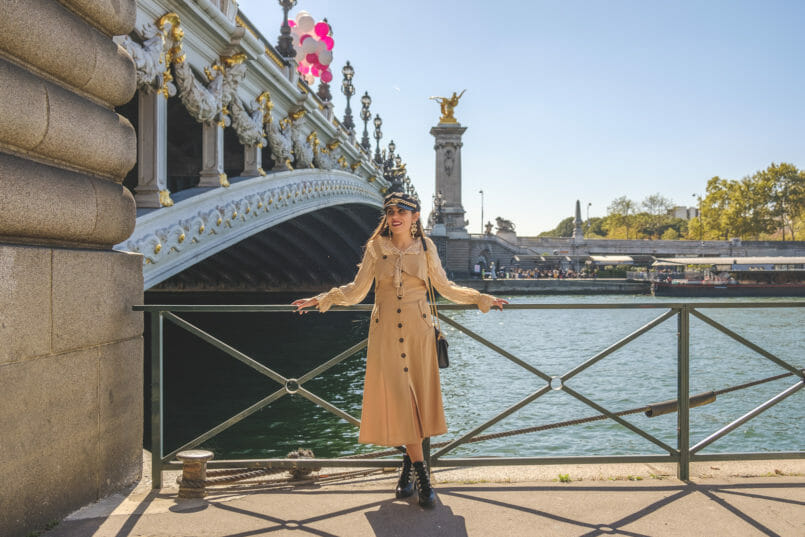 Le Fashionaire How to wear summer dresses on Fall beige uterque silk shirt front buttons beige shein dress black beret gold chain boohoo paris 8861 EN 805x537