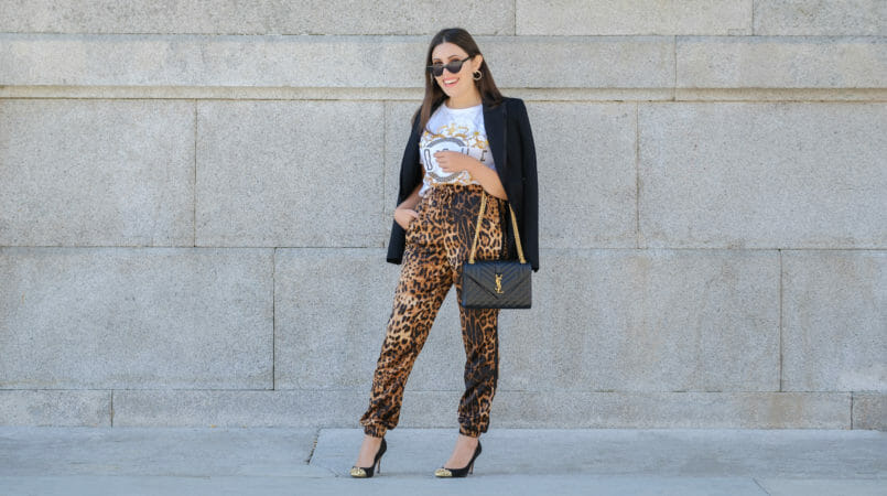 Le Fashionaire How to make the leopard trend look chic on you leopard satin boohoo trousers zara black blazer envelope bag ysl gold saint laurent gold pointed spikes black shoes cat eye mango sunglasses 9715F EN 805x450