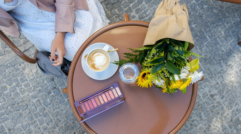 Le Fashionaire Is Urban Decay palette Naked Cherry worth it? urban decay palette naked cherry shein white embroidered dress a brasileira coffee pale pink mango jacket 9663F EN 805x450