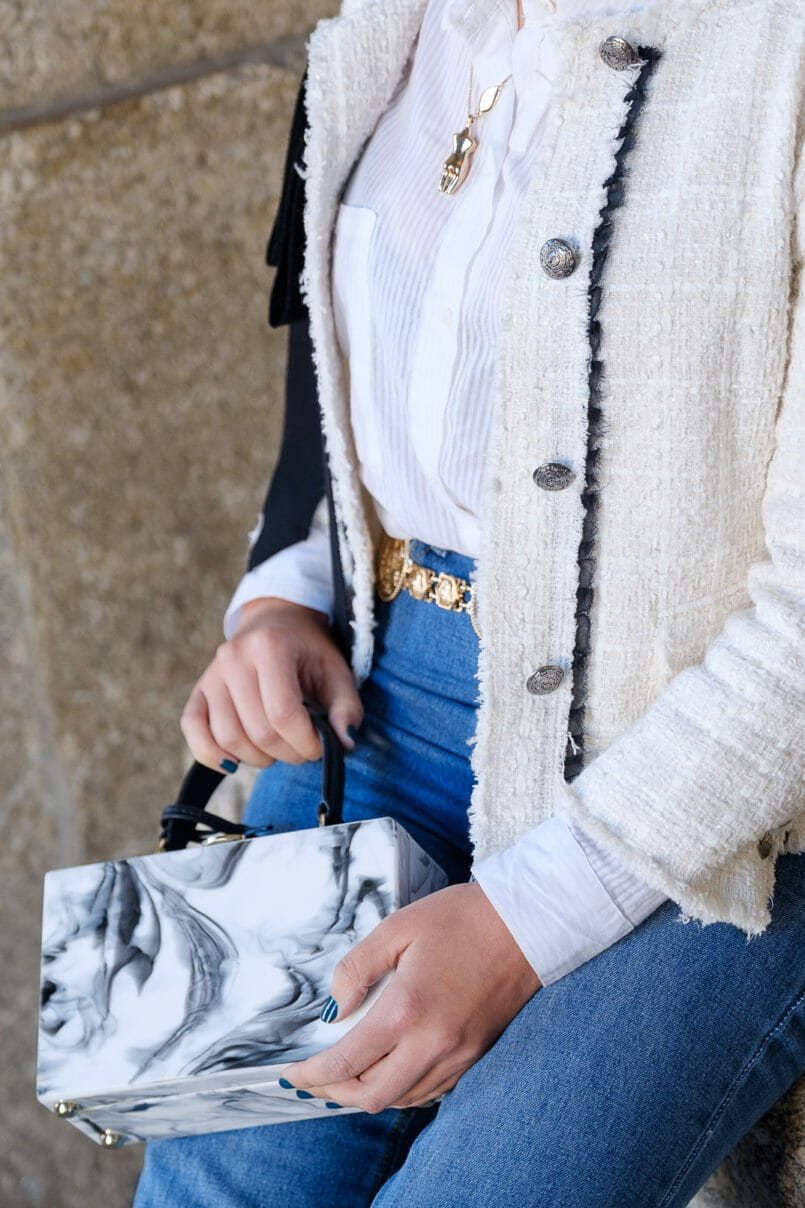 Le Fashionaire My first mom jeans have a Mickey on the back pocket white stradivarius shirt white tweed black ribbon zara tweed jacket gold body mango necklace marble box bag uterque mom jeans mickey boohoo 0937 EN 805x1208