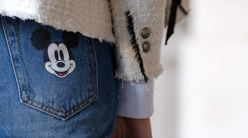 Le Fashionaire My first mom jeans have a Mickey on the back pocket white tweed black ribbon zara tweed jacket mom jeans mickey boohoo 0923F EN 805x450