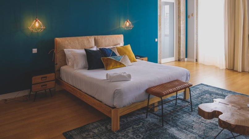 Le Fashionaire Selina: there's a new hotel to know in Porto selina porto hotel bed bedroom blue pillows 1538F EN 805x450