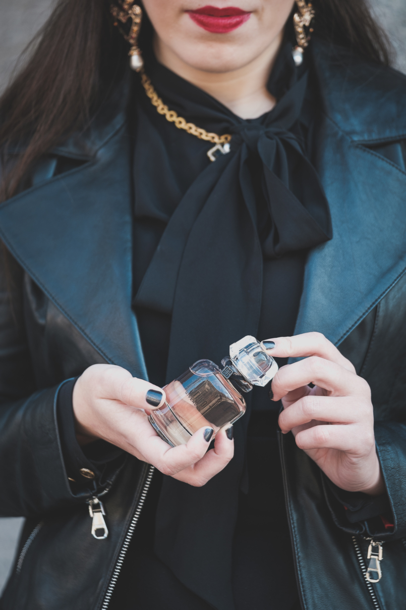 Le Fashionaire L'Interdit: all you need to know about Givenchy's new perfume black neck bow zara silk shirt black zara hearts erarrings bold gold black zara necklace givenchy linterdit perfume 3344 EN 805x1208