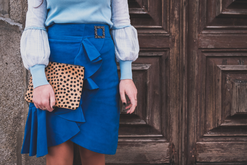 Le Fashionaire Colorful clothes for work: why not? blue majorelle buckle suede uterque skirt pale blue lace sleeves knit leopard leather sfera clutch 3820 EN 805x537