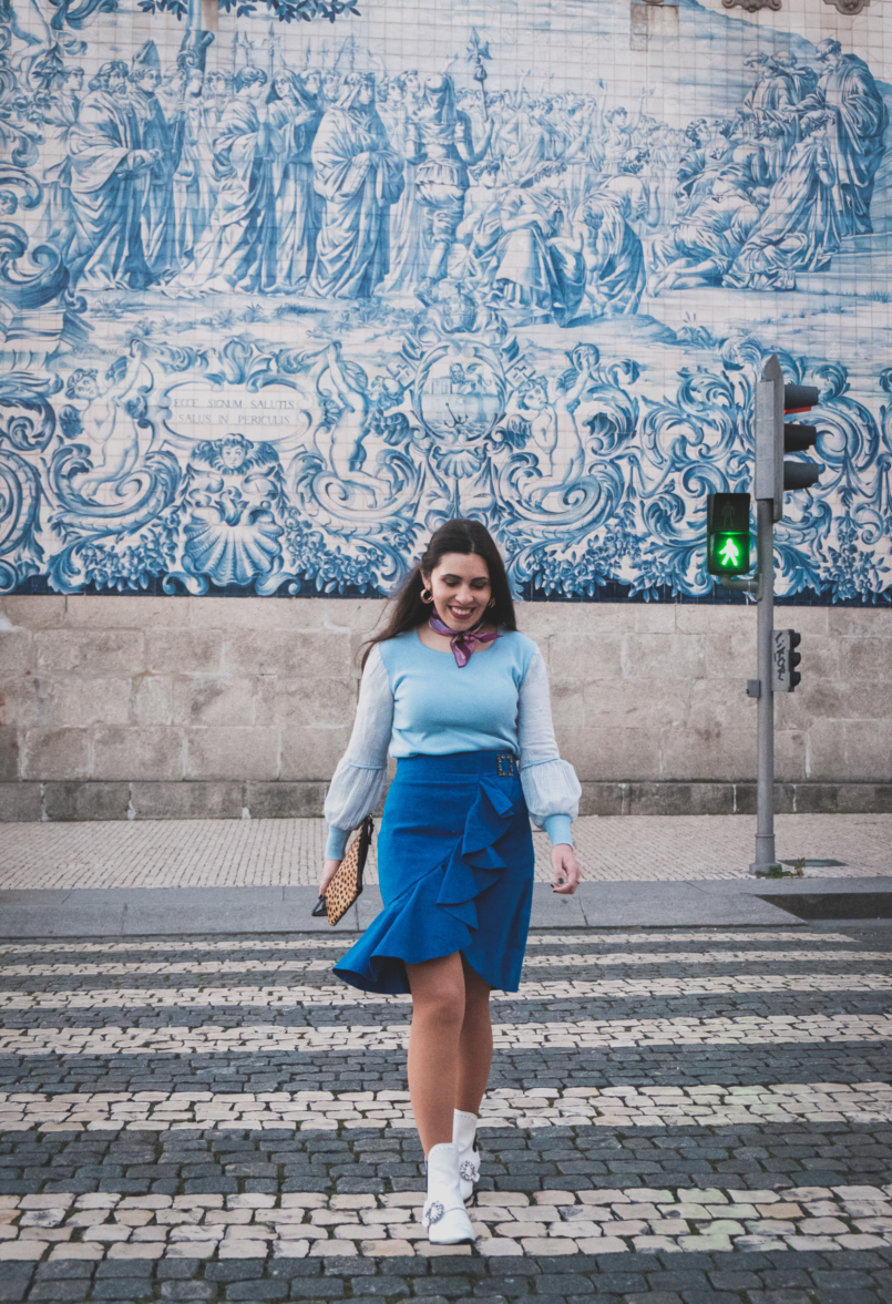 Le Fashionaire Colorful clothes for work: why not? blue majorelle buckle suede uterque skirt pale blue lace sleeves knit white jewel cowboy stradivarius boots emilio pucci pink scarf 3797 EN 805x1177