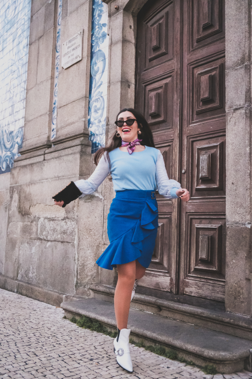 Le Fashionaire Colorful clothes for work: why not? blue majorelle buckle suede uterque skirt pale blue lace sleeves knit white jewel cowboy stradivarius boots emilio pucci pink scarf 3846 EN 805x1208