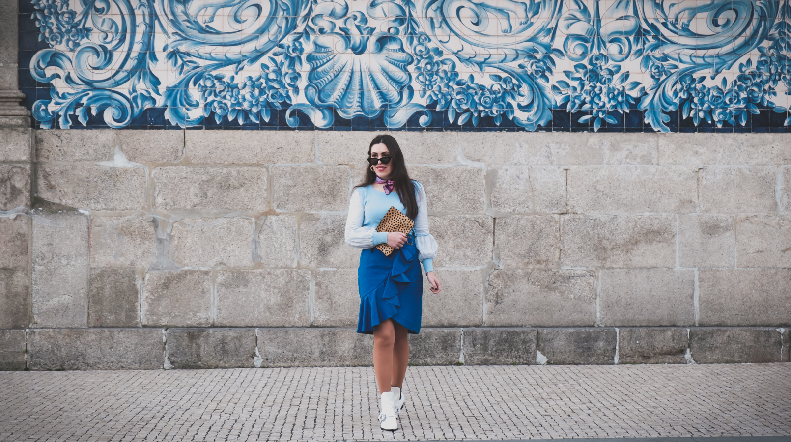 Le Fashionaire Colorful clothes for work: why not? blue majorelle buckle suede uterque skirt pale blue lace sleeves knit white jewel cowboy stradivarius boots leopard leather sfera clutch 3723F EN
