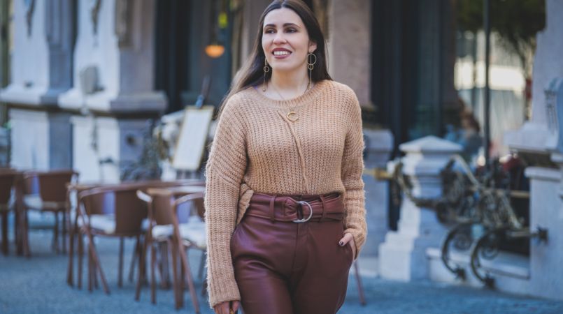 Le Fashionaire Is it worth it investing in leather trousers? high waist leather brown mango trousers oversized zara camel knit gold long circle hm earrings 3582F EN 805x450