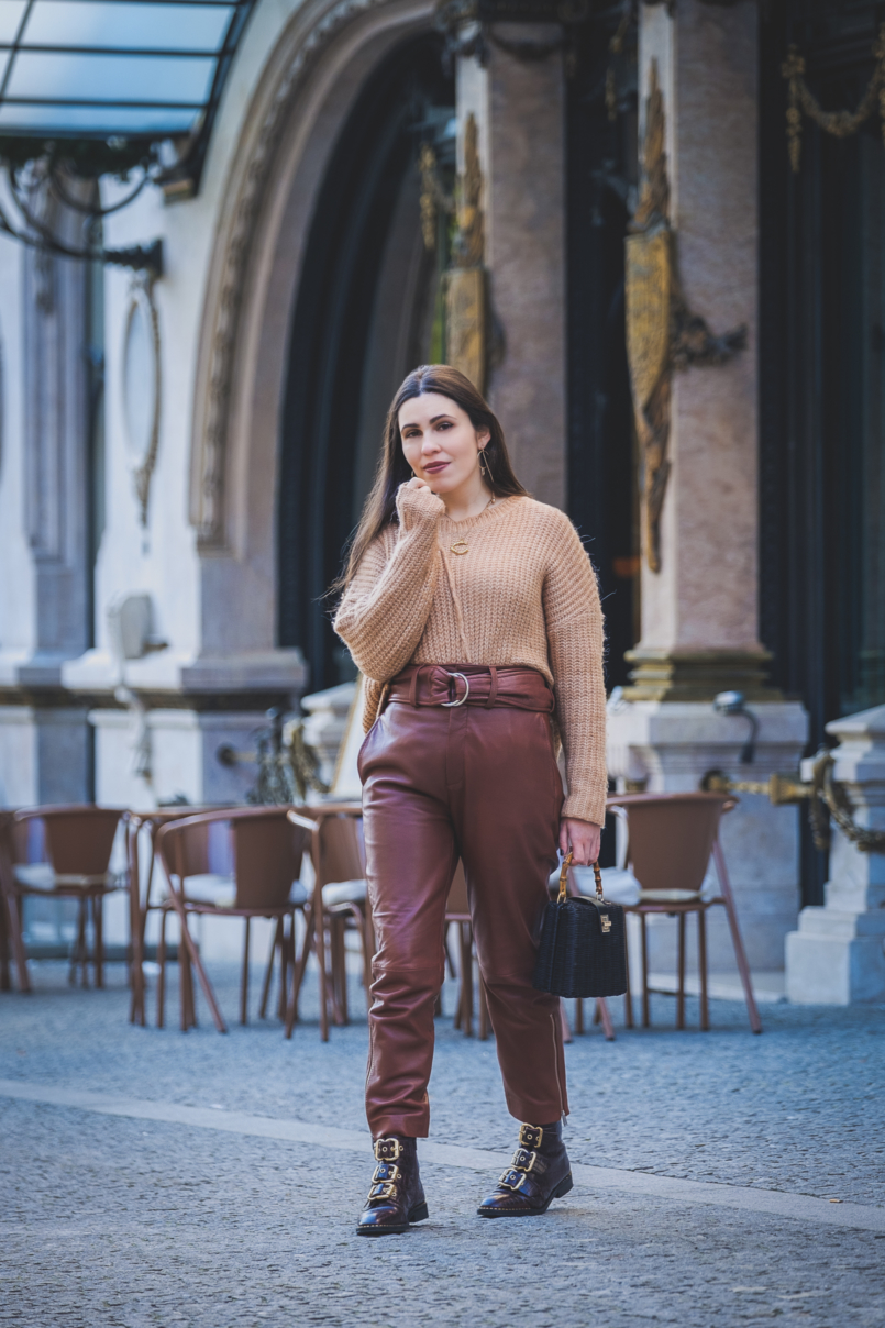 Le Fashionaire Is it worth it investing in leather trousers? leather croco dark brown gold buckles topshop boots high waist leather brown mango trousers oversized zara camel knit black rattan bag bamboo zara 3591 EN 805x1208