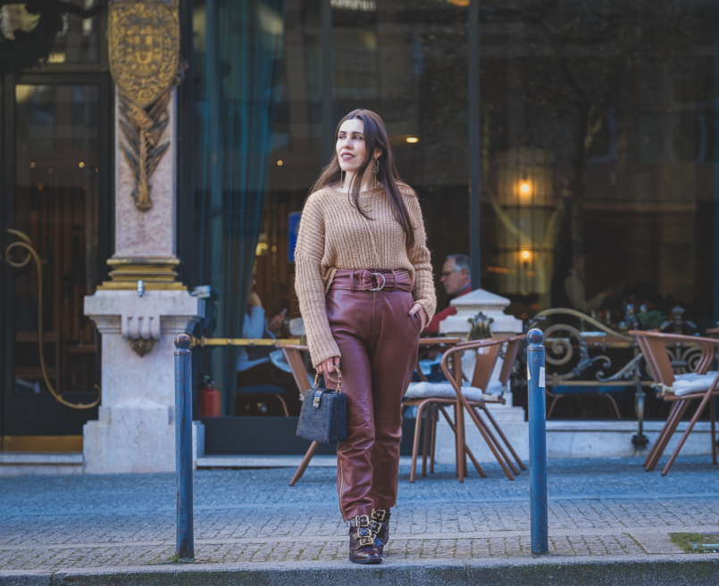 Le Fashionaire Is it worth it investing in leather trousers? leather croco dark brown gold buckles topshop boots high waist leather brown mango trousers oversized zara camel knit black rattan bag bamboo zara 3640 EN 805x657