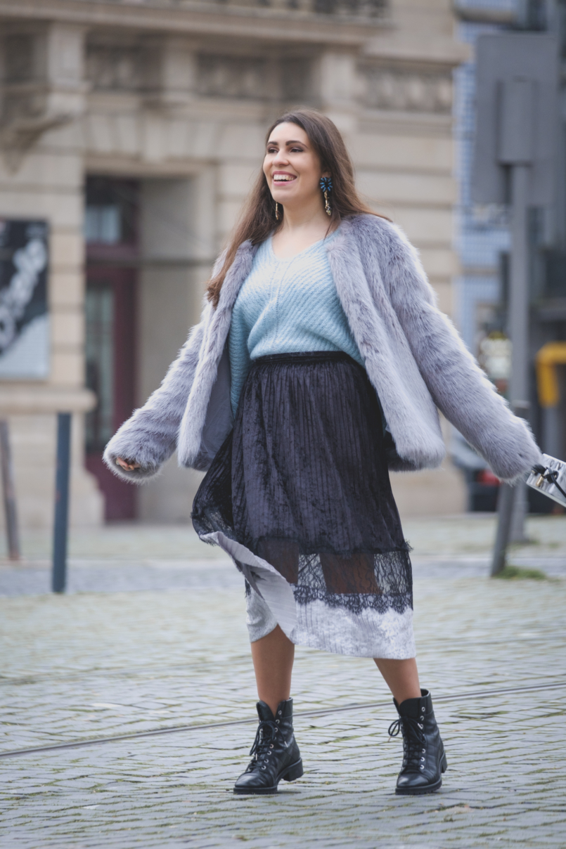 Le Fashionaire Are you ready for the party that is life? pale blue mohair mango jumper velvet black lace midi skirt zara faux fur bershka grey pale blue coat bold colibri uterque earrings 2693 EN 805x1208