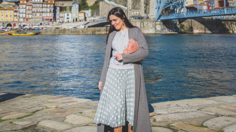 Le Fashionaire Pleated skirts are trendy (and timeless) mint polka dots pleated mango skirt wool pale grey piercings zara knit maxi grey cashmere cardigan black swarovski earrings 4528F EN 805x450