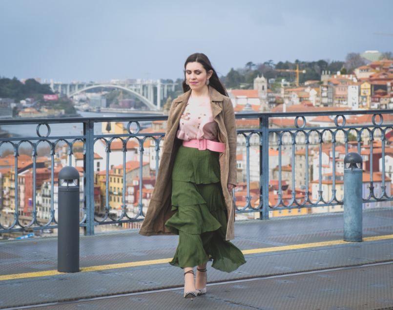 Le Fashionaire How to wear green and pink and look stylish ruffles zara green maxi skirt pale pink ruffles uterque snake mohair sweater pink zara belt 5580 EN 805x635