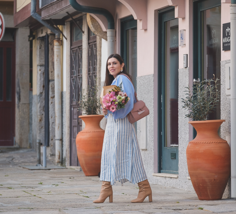 Le Fashionaire Is it worth it being original in a world full of copies? linen stripes pale blue white mango skirt beiges high zara boots pale pink quartz soleah bag Pink flowers 6472 EN 805x730