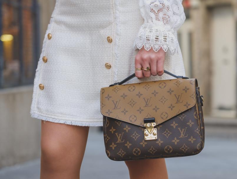 Le Fashionaire The Zara lace top everybody wants this spring louis vuitton pochette metis reverse 6420 EN 805x610
