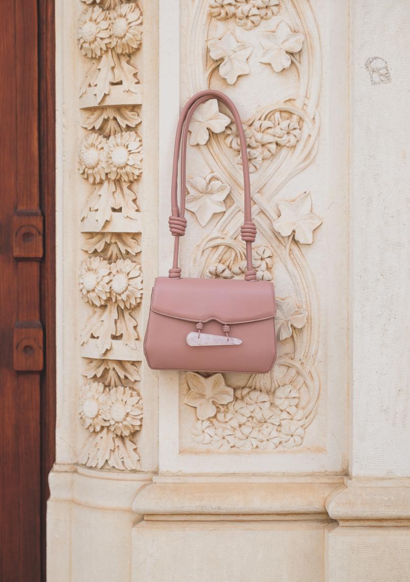 Le Fashionaire Vale a pena comprar uma bolsa da Soleah? mala rosa quartzo pele soleah 6641 PT 805x1143