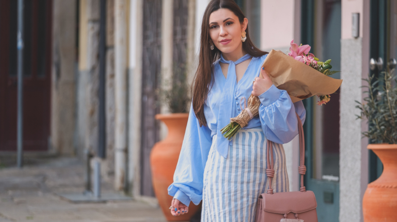 Le Fashionaire Is it worth it being original in a world full of copies? pale blue buttons lorna luxe in the style shirt linen stripes pale blue white mango skirt pale pink quartz soleah bag Pink flowers 6504F EN 805x450