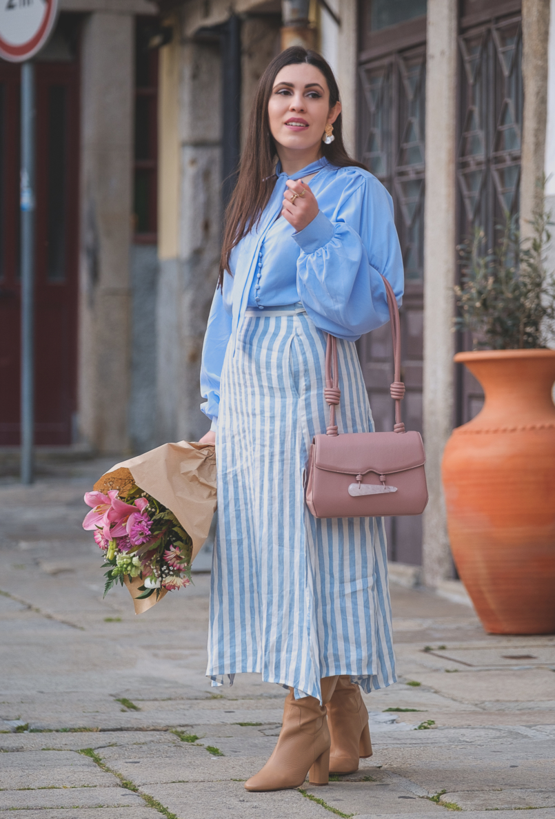 Le Fashionaire Is it worth it being original in a world full of copies? pale blue buttons lorna luxe in the style shirt linen stripes pale blue white mango skirt pearls gold white zara earrings beiges high zara boots 6492 EN 805x1189