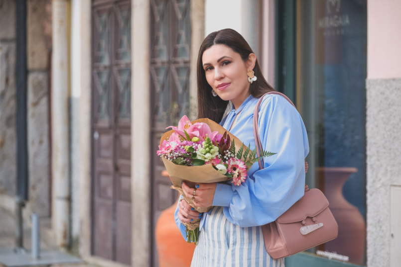 Le Fashionaire Is it worth it being original in a world full of copies? pale blue buttons lorna luxe in the style shirt pearls gold white zara earrings pale pink quartz soleah bag Pink flowers 6488 EN 805x537