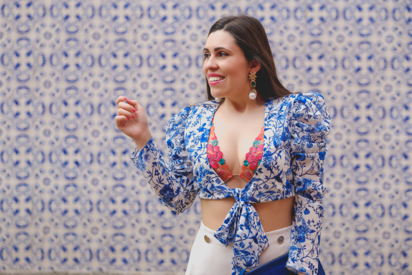 Le Fashionaire Lorna Luxe X In The Style: this is my absolutely favourite of the collection porcelain print lorna luxe blue white top colorful bralette flowers lace intimissimi white zara culottes 6822 EN 805x537