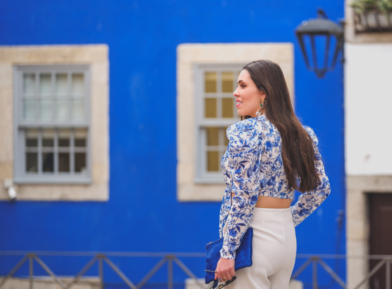 Le Fashionaire Lorna Luxe X In The Style: this is my absolutely favourite of the collection porcelain print lorna luxe blue white top white zara culottes bold blue sfera leather clutch 6802 EN 805x594
