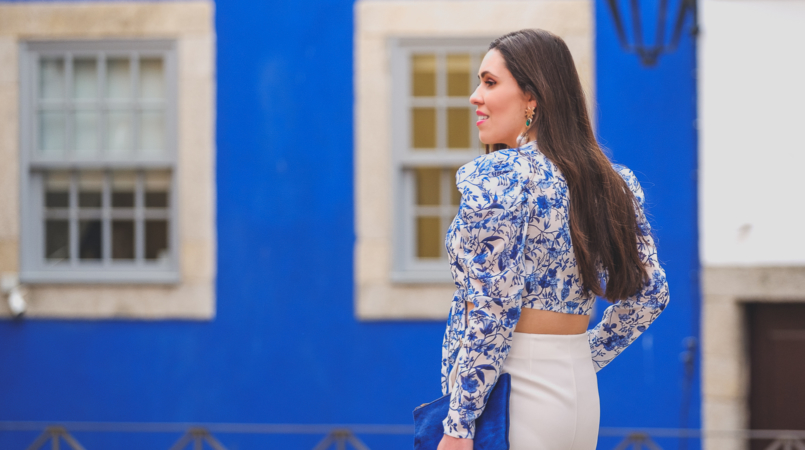 Le Fashionaire Lorna Luxe X In The Style: this is my absolutely favourite of the collection porcelain print lorna luxe blue white top white zara culottes bold blue sfera leather clutch 6802F EN 805x450