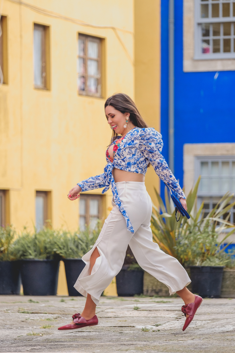 Le Fashionaire Lorna Luxe X In The Style: this is my absolutely favourite of the collection porcelain print lorna luxe blue white top white zara culottes dark red bow leather pointed zara shoes 6758 EN 805x1208