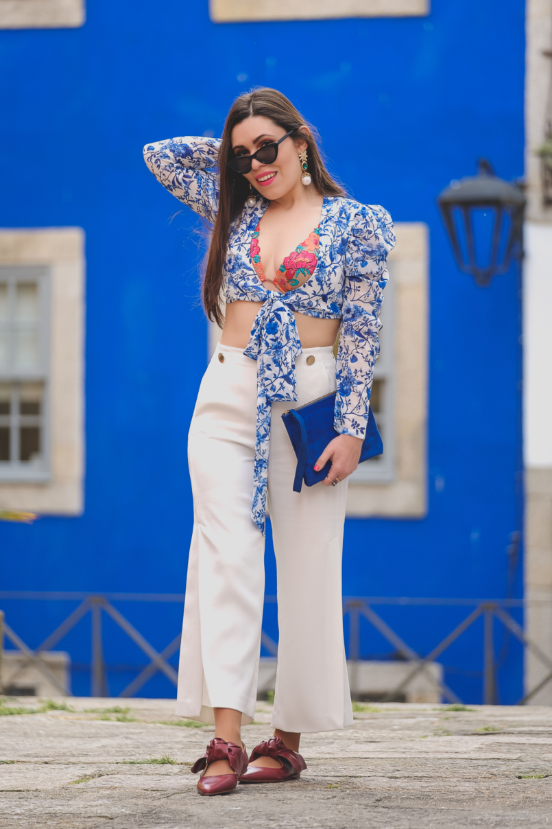 Le Fashionaire Lorna Luxe X In The Style: this is my absolutely favourite of the collection porcelain print lorna luxe blue white top white zara culottes dark red bow leather pointed zara shoes bold blue sfera leather clutch 6684 EN 805x1208