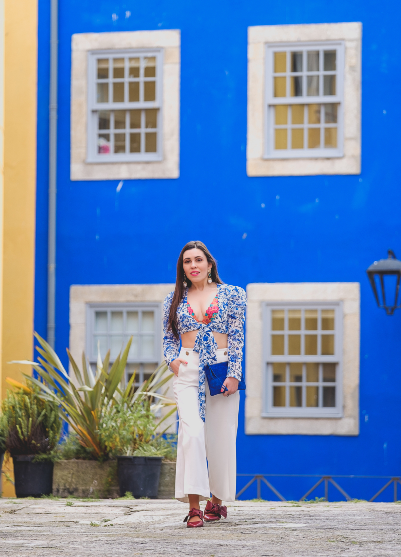 Le Fashionaire Lorna Luxe X In The Style: this is my absolutely favourite of the collection porcelain print lorna luxe blue white top white zara culottes dark red bow leather pointed zara shoes bold blue sfera leather clutch 6719 EN 805x1116