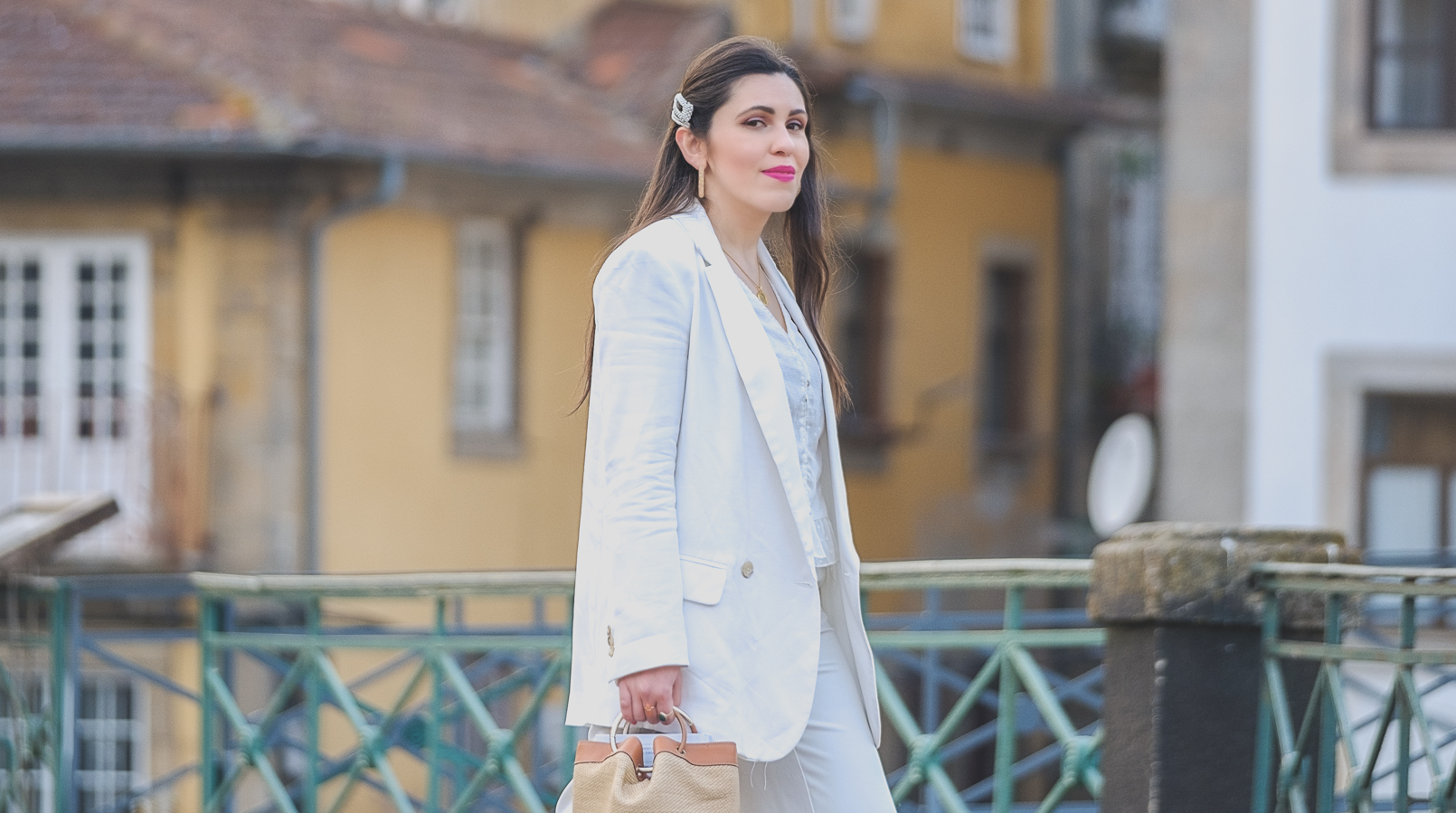 Le Fashionaire How to wear culottes in a chic way white zara culottes white leather leopard saint laurent ysl sneakers leather rattan massimo dutti brown camel bag pearls hair pins alice co parfois 6858F EN