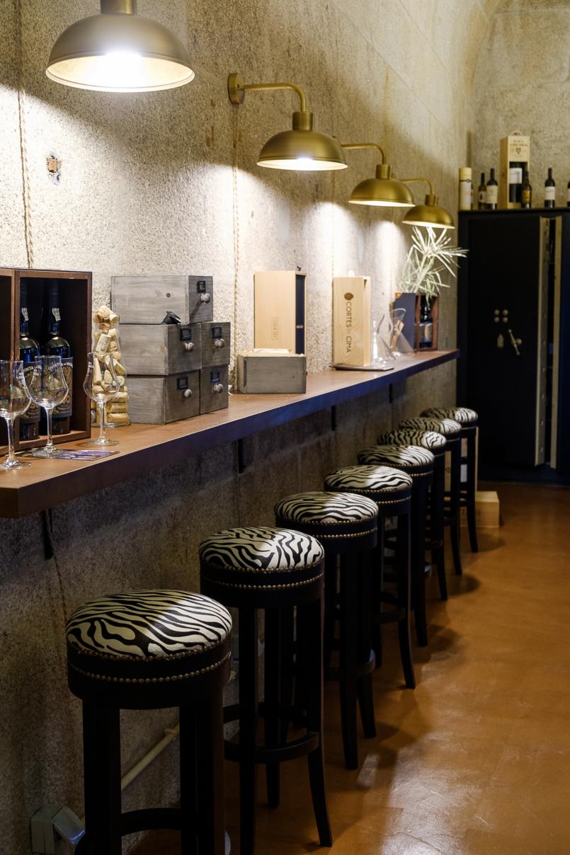 Le Fashionaire Bartolomeu Bistro & Wine: Há um novo endereço incrível no Porto bartolomeu wine bistro torel restaurante caixa forte vinhos bancos zebra 8863 PT 805x1208