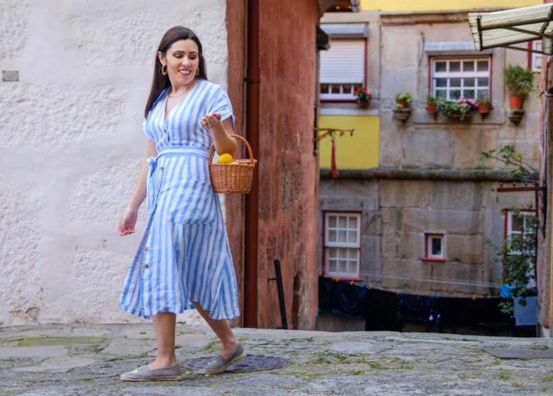 Le Fashionaire Positive thinking: If live give us lemons, let's make tequila! linen stripes baby blue white dress mango black yellow lemons parfois espadrilles rattan bag handmade la petite sardine 8024 EN 805x576