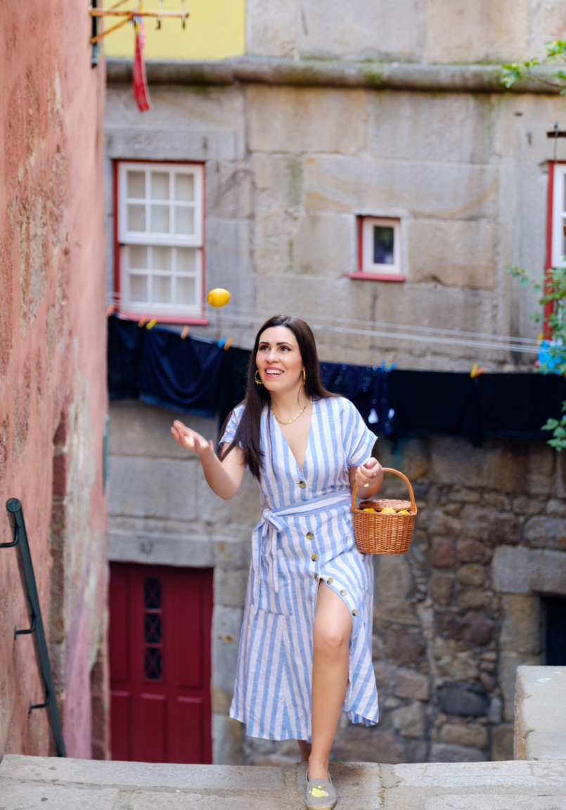 Le Fashionaire Positive thinking: If live give us lemons, let's make tequila! linen stripes baby blue white dress mango rattan bag handmade la petite sardine shell gold stradivarius necklace gold leaf hoop earrings lavani jewels 7999 EN 805x1152