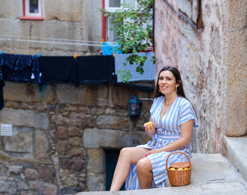 Le Fashionaire Positive thinking: If live give us lemons, let's make tequila! linen stripes baby blue white dress mango rattan bag handmade la petite sardine shell gold stradivarius necklace gold leaf hoop earrings lavani jewels 8070 EN 805x636