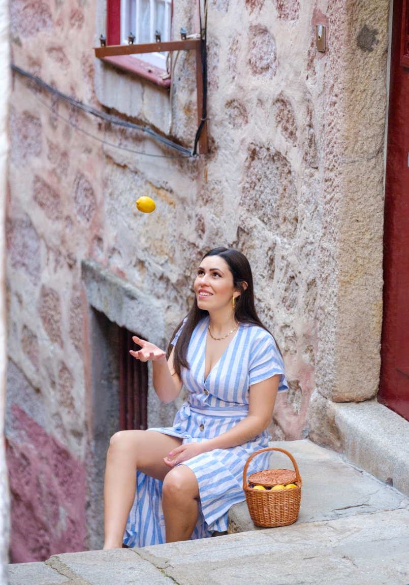 Le Fashionaire Positive thinking: If live give us lemons, let's make tequila! linen stripes baby blue white dress mango rattan bag handmade la petite sardine shell gold stradivarius necklace gold leaf hoop earrings lavani jewels 8088 EN 805x1152