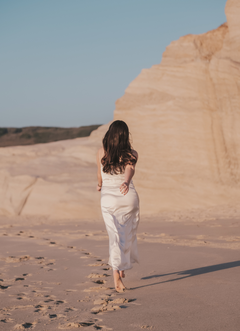 Le Fashionaire Personal: I find peace on solitude satin white lace detail lingerie zara beach 8539 EN 805x1110