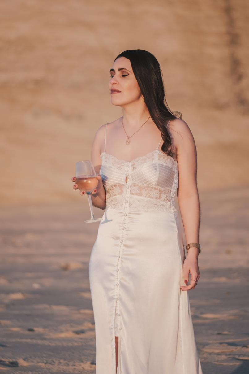 Le Fashionaire Personal: I find peace on solitude satin white lace detail lingerie zara beach wine glass 8559 EN 805x1208