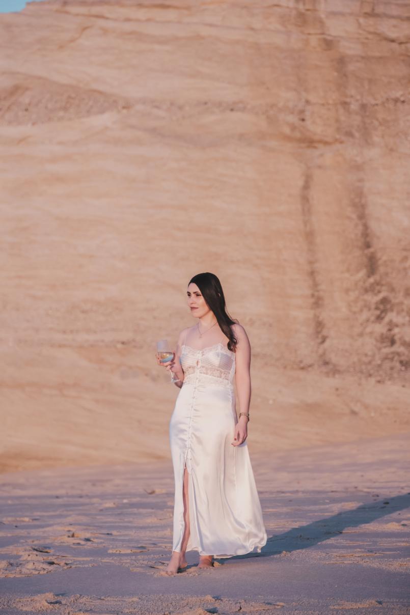 Le Fashionaire Personal: I find peace on solitude satin white lace detail lingerie zara beach wine glass 8560 EN 805x1208
