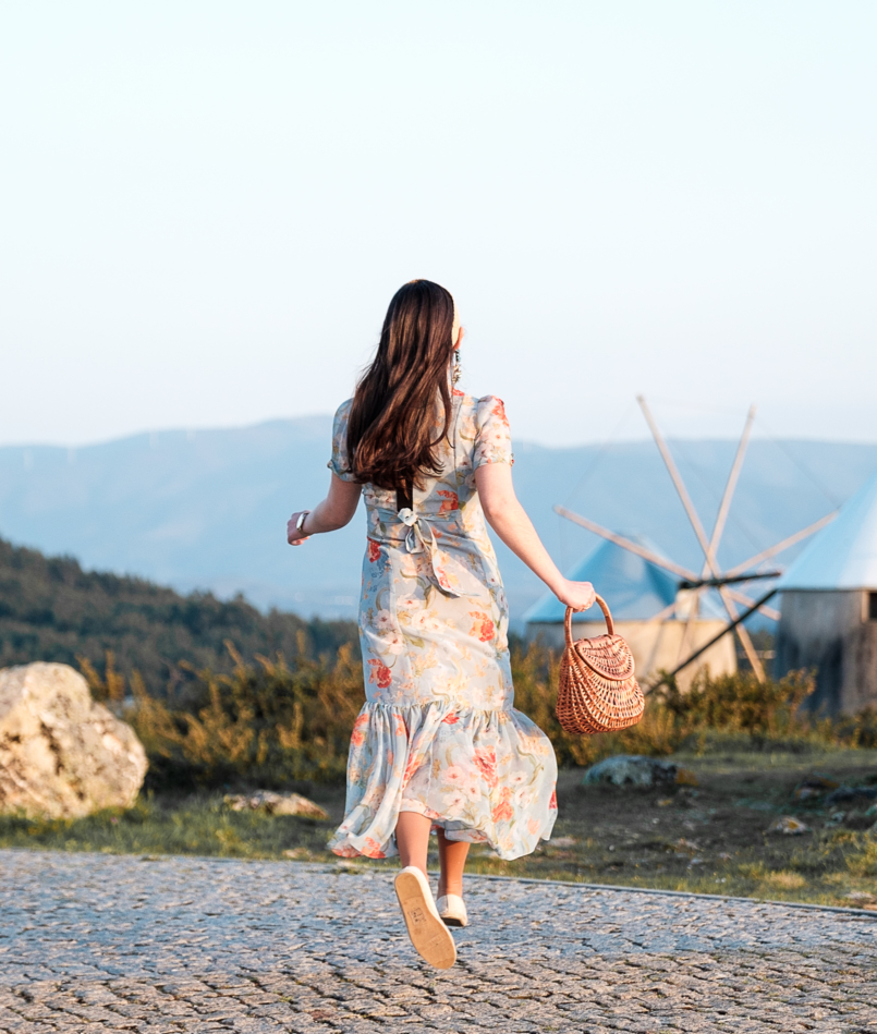 Le Fashionaire Moinhos de Gavinhos: vale a pena visitar? vestido azul comprido flores zara folhos 7459 PT 805x949