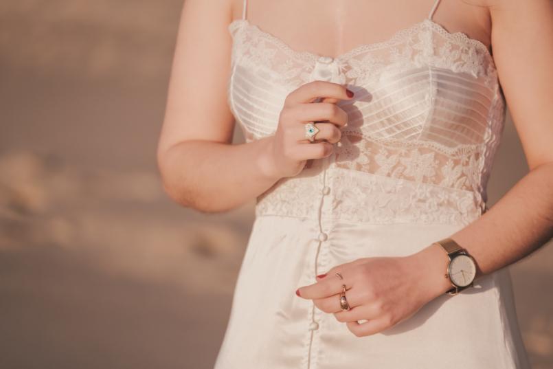 Le Fashionaire Pessoal: Há paz na solidão vestido cetim renda branco estilo lingerie zara anel olho coracao swarovski praia relogio 8482 PT 805x537