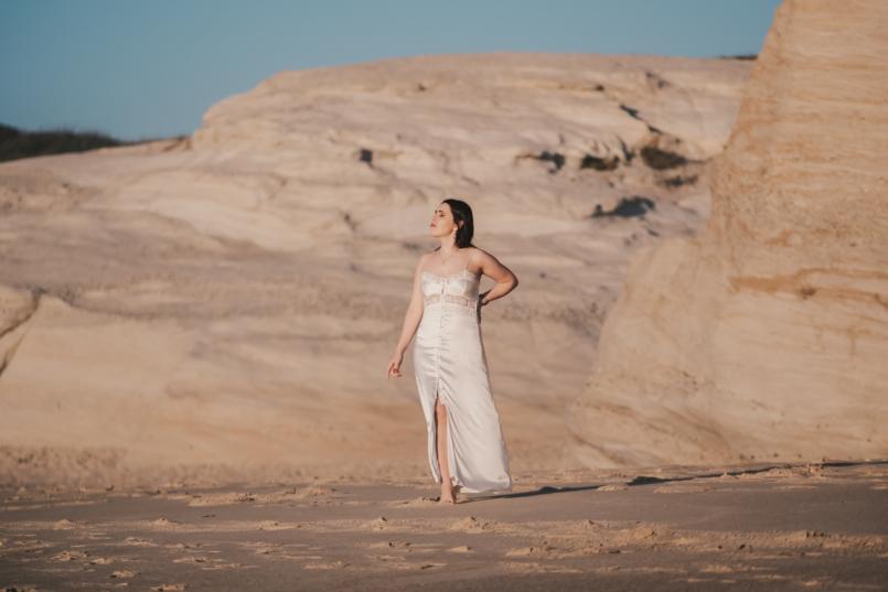 Le Fashionaire Pessoal: Há paz na solidão vestido cetim renda branco estilo lingerie zara brincos dourados cristal swarovski praia 8408 PT 805x537