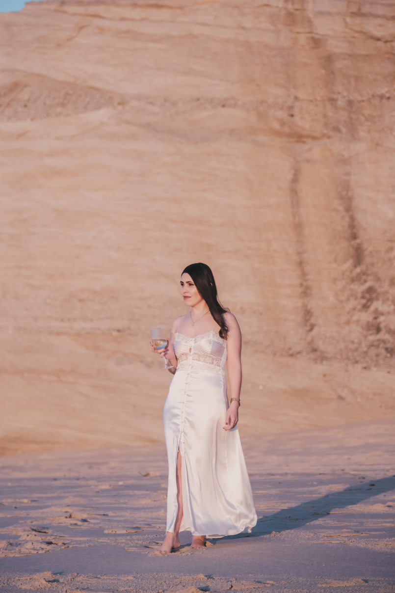 Le Fashionaire Pessoal: Há paz na solidão vestido cetim renda branco estilo lingerie zara praia copo vinho 8560 PT 805x1208