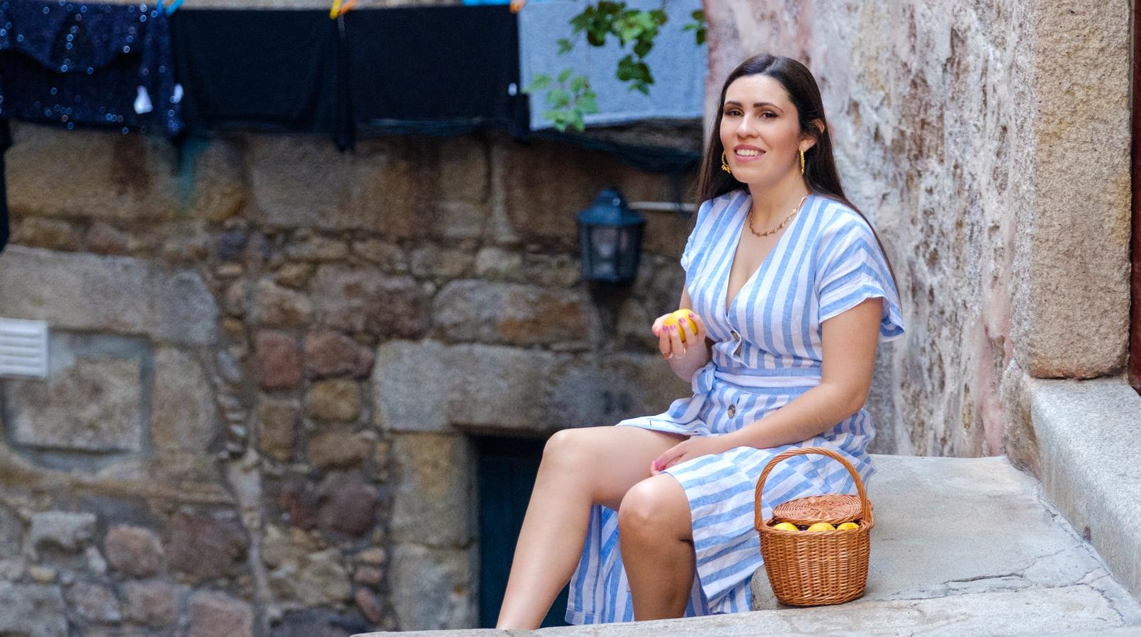Le Fashionaire Pensamento positivo: Se a vida nos der limões, sirvamos uma tequila! vestido linho azul riscas brancas mango cesta verga la petite sardine colar conchas douradas stradivarius 8070F PT